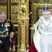 Le prince charles et la reine elizabeth ii