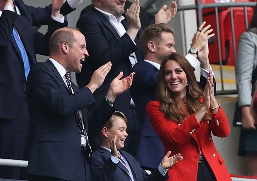 Le prince george accompagne de ses parents william et kate assiste au match angleterre allemagne ce mardi 29 juin 2021 au stade de wembley a londres