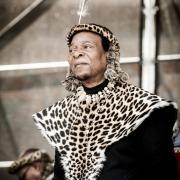 Le roi des zoulous en costume traditionnel