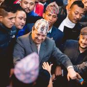 Le roi Gyanendra acclame