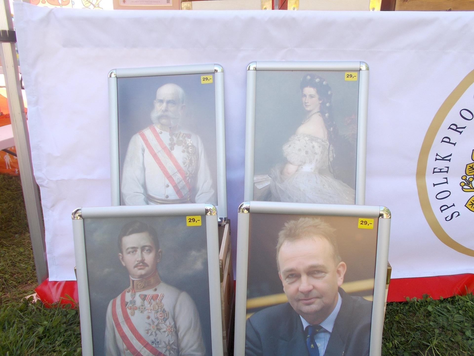 Les portraits des anciens souverains et de jure habsbourg