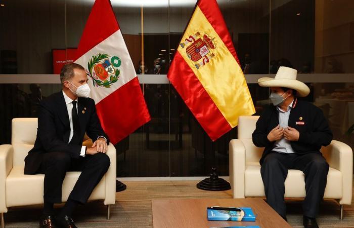 Le roi Felipe VI et le nouveau président péruvien