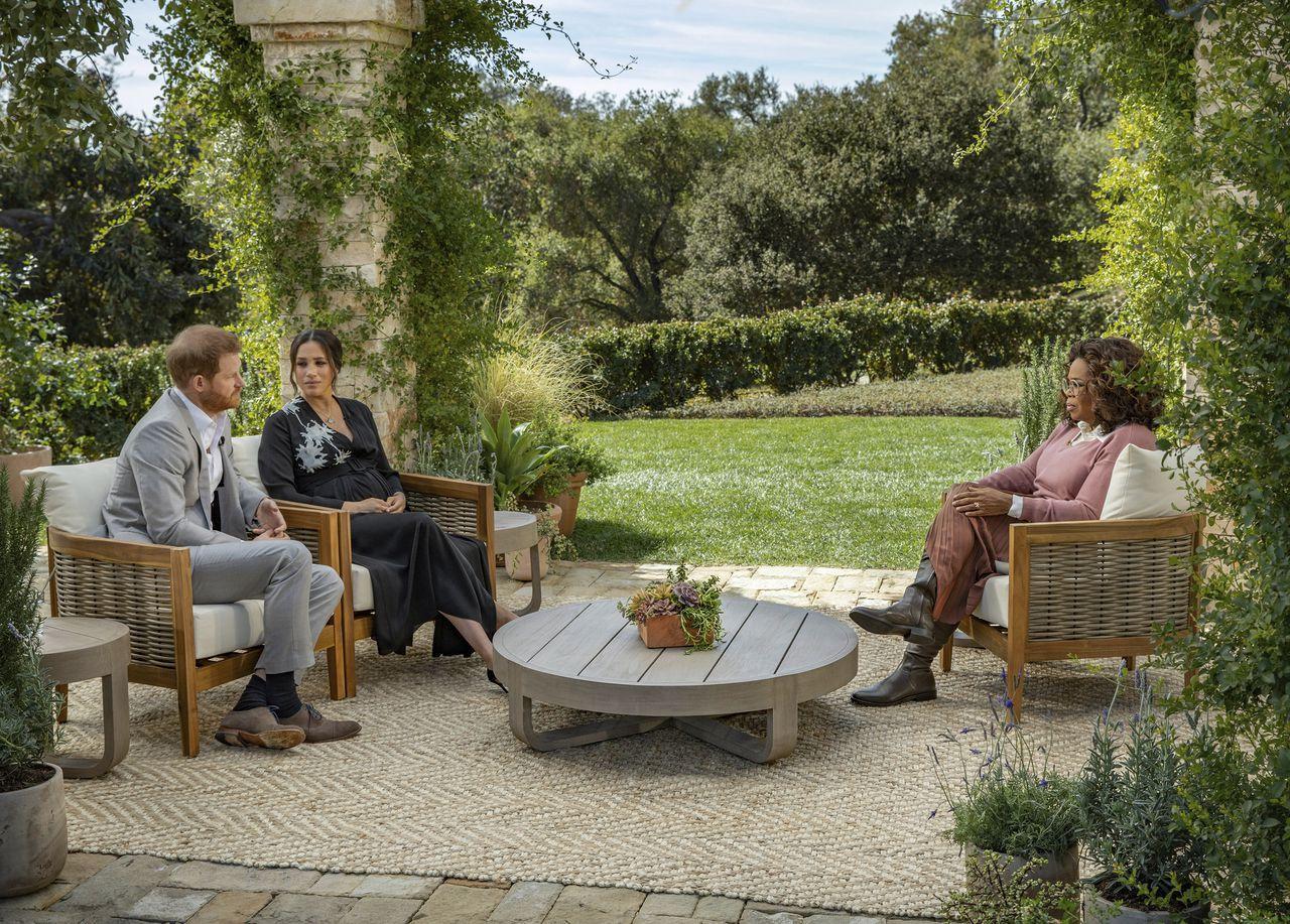 Harry et Meghan Markle face à Oprah Photo puglieseharpo productions via ap