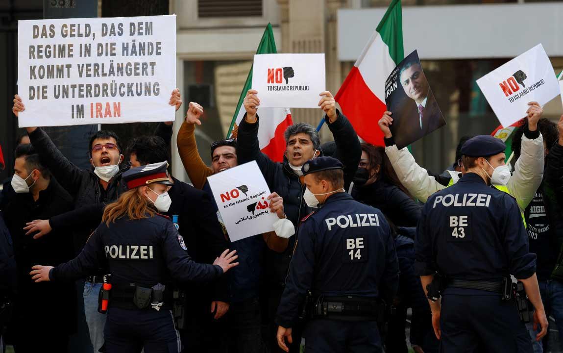 Monarchistes iraniens à Vienne Photo@KayanLondon