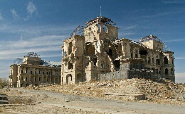 Palais royal détruit en 2001, symbole de la situation en Afghanistan